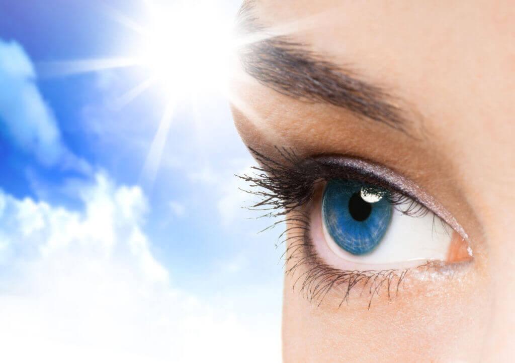 Украина занимает четвертое место по детской слепоте. харьковская область, инвалид, нарушение зрения, слабовидящий, слепота, wearing, face, eyelash, close-up, cosmetics, organ, eyebrow, close, blue, eyes. A close up of a persons face