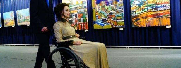 Жінки з інвалідністю стали моделями: в Києві пройшов показ інклюзивного одягу. дизайнер лілія братусь, модель, фешн показ, інвалідність, інклюзивний одяг