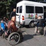 Тернополянин безкоштовно перевозить людей з особливими потребами