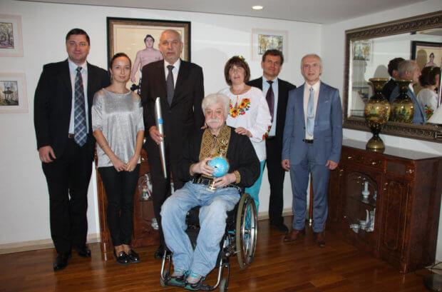 Посол України в Японії зустрівся з українським громадським діячем М. Подрезаном та його дружиною Н.Грязновою. м.подрезан, японія, доступність, мандрівник, інвалід