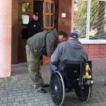 Світлина. Розпочато моніторинг доступу осіб з інвалідністю до приміщень підрозділів прикарпатської поліції. Безбар'ерність, інвалідність, доступність, моніторинг, Івано-Франківська область, відділення поліції