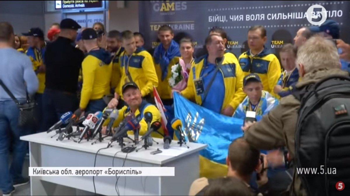"Пишаємося ""нескореними"": українські герої повернулися додому з ворохом медалей (ВІДЕО)"