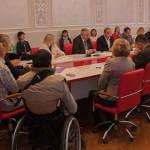 Світлина. Юрій Юрик: Для нас важливо, щоб у територіальних громадах якнайповніше забезпечувалися права людей з інвалідністю. Закони та права, інвалідність, інвалід, круглий стіл, територіальна громада, Тернопільська область