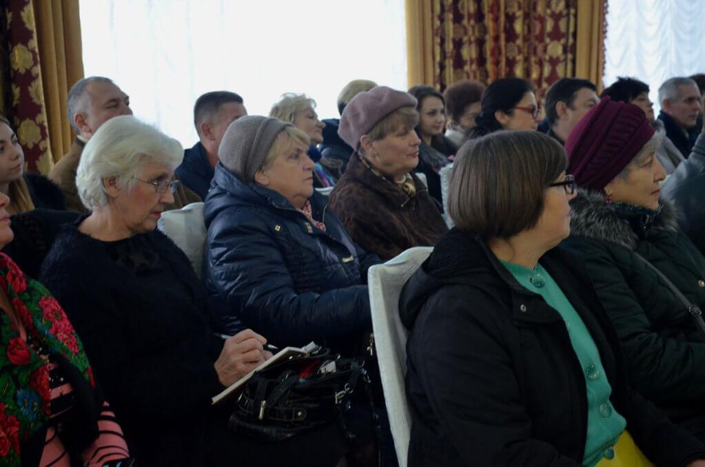 У Житомирі обговорили питання щодо практичного здійснення правового та соціального захисту осіб з інвалідністю (ФОТО). житомир, конференція, правовий та соціальний захист, інвалід, інвалідність, person, clothing, human face, man, indoor, woman, people, group, crowd. A group of people in a room