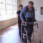 Паралізований португалець випробував новий екзоскелет (ВІДЕО)