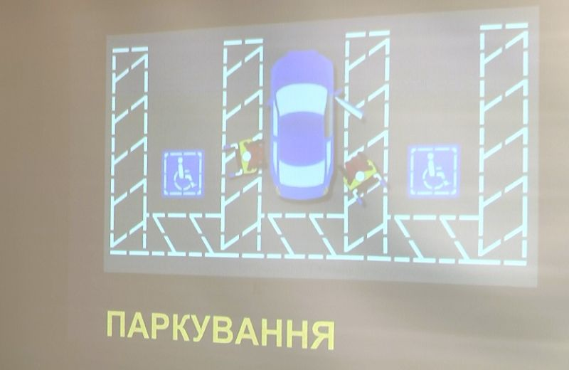 «Для нас без нас, будь ласка, не робіть» (ВІДЕО). полтава, доступність, парковка, стоянка, інвалідність, screenshot, design. A sign on the screen