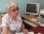 Жизнь во тьме. Как живется людям, обреченным на слепоту. мариуполь, утос, инвалидность, незрячий, слабовидящий, table, indoor, person, computer, television, computer monitor, human face, older. An older woman sitting at a desk