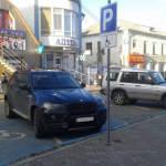 Чернівці - перше місто в Україні з синіми паркомісцями для водіїв із інвалідністю