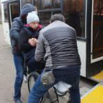 Світлина. У Кропивницькому водіїв автобусів навчали допомагати людям з інвалідністю. Безбар'ерність, інвалідність, навчання, Кропивницький, водій, активіст