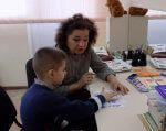 Відкритий показ заняття у відділенні реабілітації дітей-інвалідів. южноукраїнськ, вчитель – логопед, дитина-інвалід, заняття, мовленнєві порушення, indoor, person, wall, sitting, child, boy, human face, clothing, baby, toddler. A small child sitting on a table