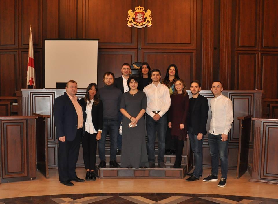 Представники української робочої групи із забезпечення доступності суду та судової процедури для осіб з інвалідністю та інших маломобільних груп населення відвідали з дружнім візитом найбільший у Грузії Тбіліський міський суд