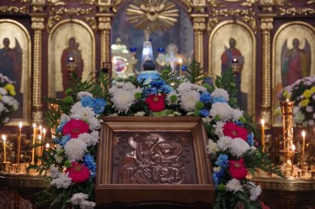 Відбулося освячення та вшанування тактильної ікони Озерянської Божої Матері. вади зору, вшанування, незрячий, освячення, тактильна ікона