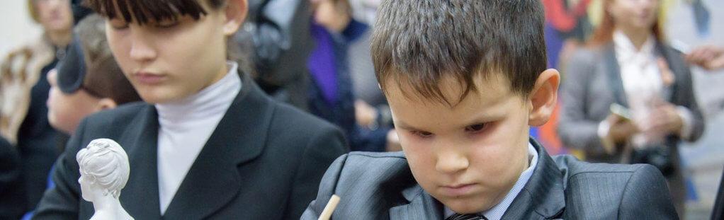 Волонтеров учили общаться с незрячими людьми (ВИДЕО). харьков, волонтер, нарушение зрения, незрячий, тренинг, person, boy, young, human face, little, child, toddler, indoor, clothing, wearing. A little boy wearing a suit and tie