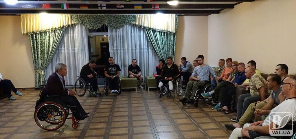 Чернігівці просять створити Комітет доступності осіб з інвалідністю. чернігів, комітет доступності, петиция, інвалідність, ініціатива, indoor, floor, person, clothing, man, footwear, furniture, curtain, chair, woman. A group of people sitting at a table in a room