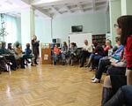Інклюзивна освіта у Вінниці: рівні можливості для дітей. вінниця, тренинг, інвалідність, інклюзивна освіта, інтеграція, floor, indoor, person, clothing, wall, footwear, man, furniture, woman, room. A group of people sitting in a room