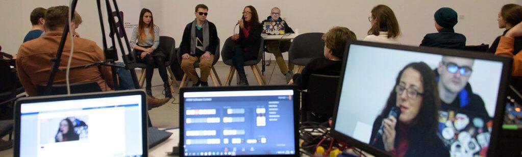 Героїзація або жалість. Як ЗМІ розказують про людей з інвалідністю. змі, дискусія, форум, інвалідність, інклюзія, person, laptop, clothing, indoor, man, computer. A group of people sitting in front of a computer