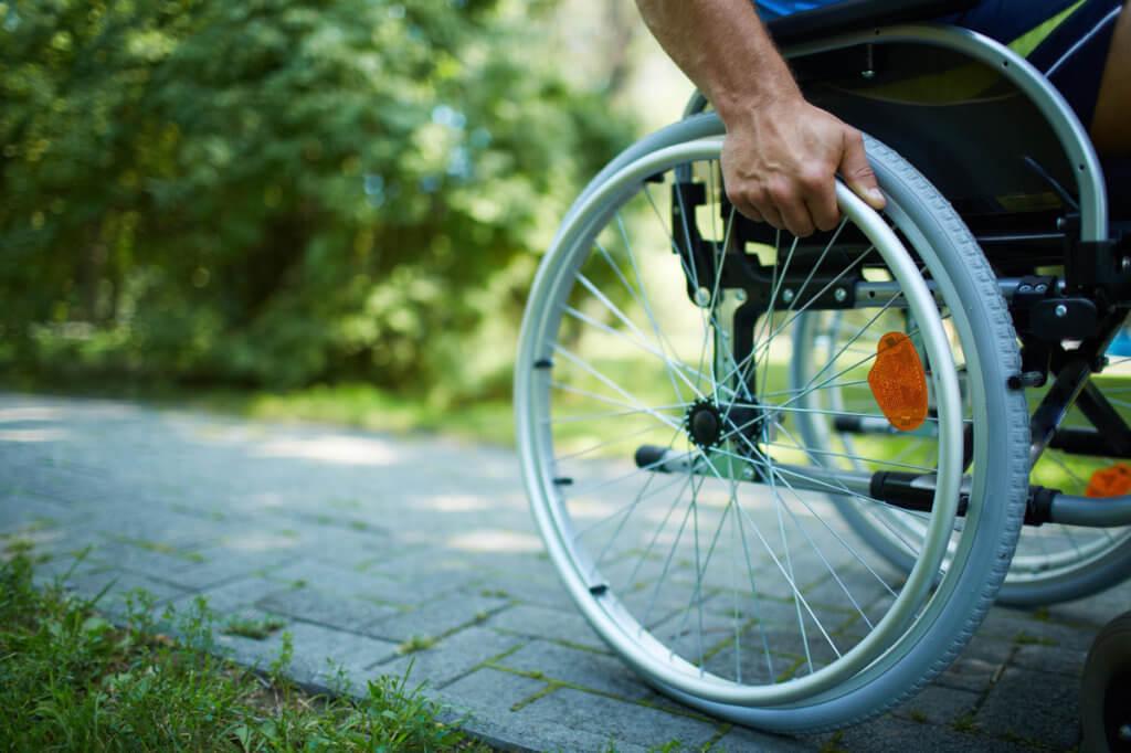 """Проект """"ТЕАМ"""" Національної асамблеї людей з інвалідністю за підтримки служби зайнятості охопив понад 2000 осіб з інвалідністю. конференція, працевлаштування, проект теам, служба зайнятості, інвалідність, bicycle, outdoor, tree, wheel, bicycle wheel, bike, land vehicle, person, tire, vehicle. A man riding on the back of a bicycle"""