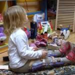 """""""Де гроші?"""": чому дітям в Україні відмовляються виготовляти ортези (ВІДЕО)"""