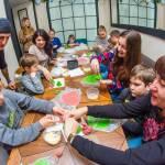 Світлина. Прес-реліз: Різнокольорові хінкалі та імбирні пряники готували аутисти на різдвяному майстер-класі. Новини, Київ, соціалізація, аутист, «Kids Autism Games», фуд-терапія
