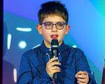 Как 11-летний мальчик с аутизмом помогает другим детям с такими же особенностями. миша сергиенко, адвокація, аутизм, аутист, діагноз, person, human face, scene, clothing, microphone. A person sitting on a stage
