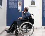 «Уже створюється тренд інклюзії». мкф, доступність, захворюваність, інвалідність, інклюзія, wheelchair, wheel, outdoor, person, bicycle wheel, man, land vehicle, tire, seat, chair. A person with a bicycle in front of a building