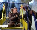 Ноу-хау для метро: як українська розробка покращить пересування інвалідам (ВІДЕО). київ, візочник, конструкція еліпс, метрополітен, інвалідність, playground, person, toddler, clothing, baby. A person sitting on a bus