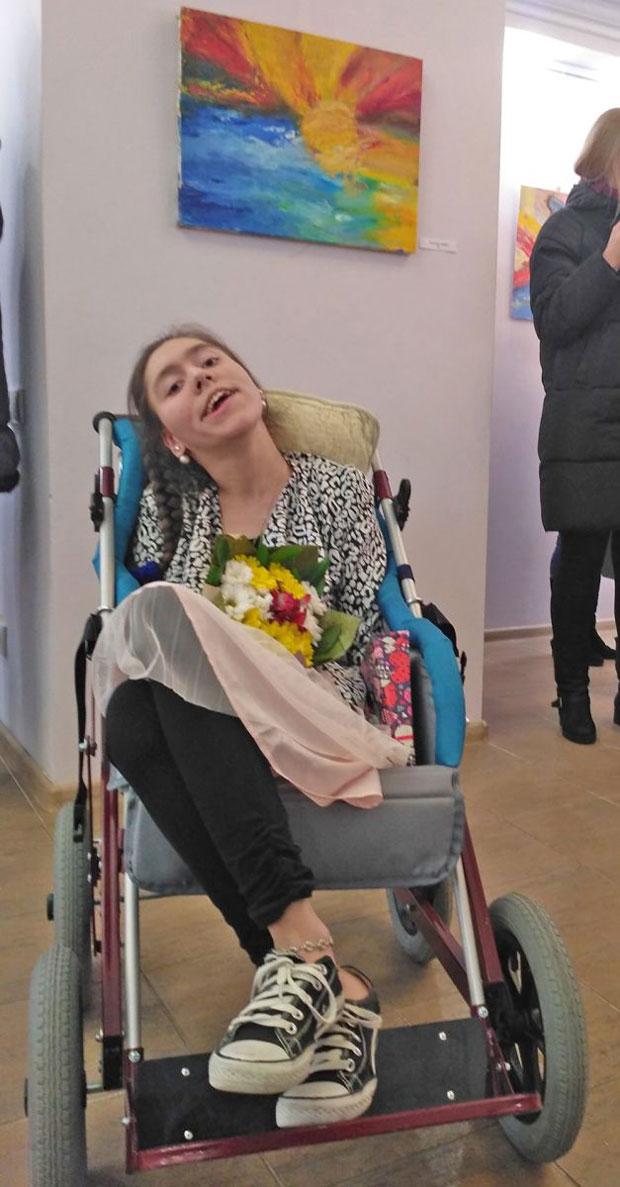 «Даша Безкостая повзрослела, и ее картины изменились вместе с ней». дцп, даша безкостая, выставка, инвалидность, художница