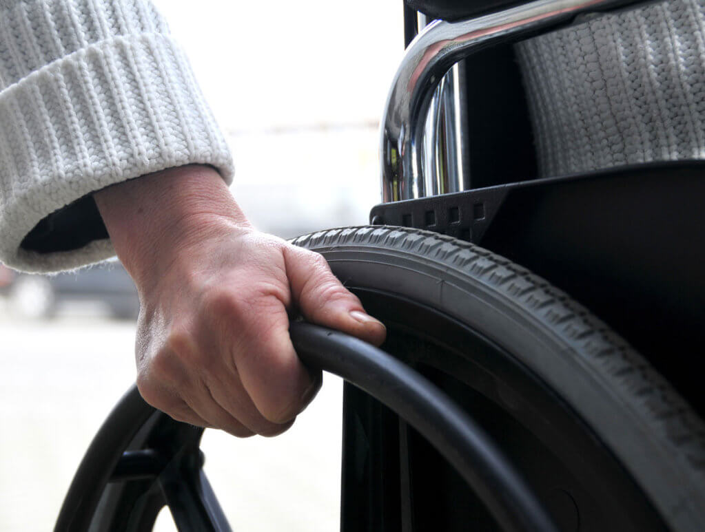 3 грудня — Міжнародний День людей з інвалідністю. оон, резолюція, суспільство, інвалідність, інтеграція, person, car, outdoor, tire, auto part, camera, synthetic rubber, wheel, close. A close up of a person driving a car