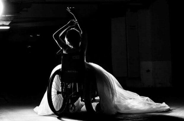 Знай наших: днепрянка на инвалидной коляске стала моделью свадебных платьев. александра кутас, инвалидная коляска, инвалидность, модель, свадебное платье