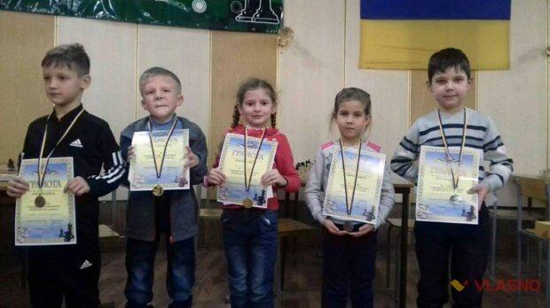 Хлопчик з особливими потребами виграв золото на шаховому турнірі у Вінниці. артем андрієнко, нагорода, особливими потребами, перемога, шаховий турнір