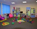 В селищі на Вінниччині відкрили спеціальний клас для дітей з інвалідністю. вінниччина, вади зору, сенсорна кімната, спеціальний клас, інвалідність, indoor, wall, floor, ceiling, room, playground, toy, play, ball, colorful. A small child sitting in a room