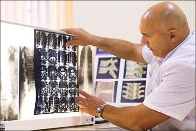 Фахівці винайшли пристрій, який зможе читати думки людей після інсульту