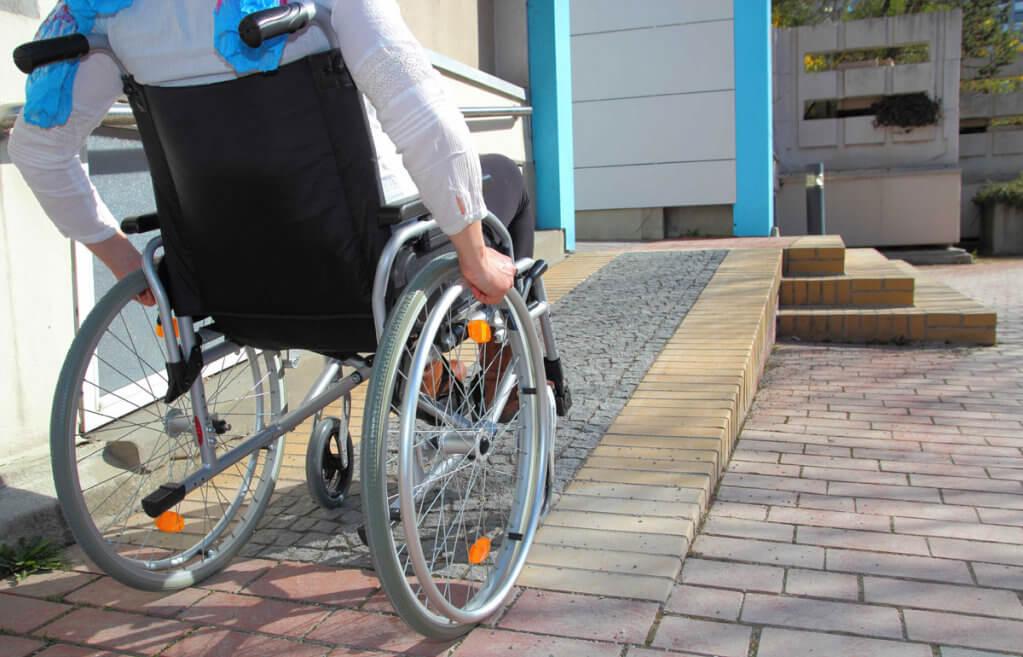 Об'єкти інфраструктури стають доступними для осіб з інвалідністю. запорізька область, доступність, забезпечення, пандус, інвалідність, bicycle, ground, outdoor, wheel, bicycle wheel, land vehicle, vehicle, bike, sidewalk, tire. A person sitting on a bicycle