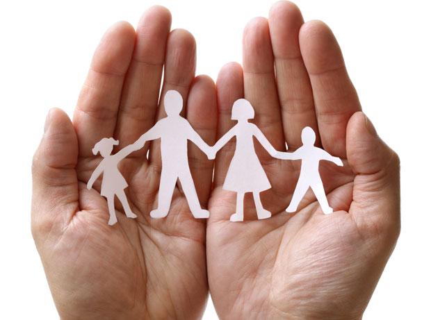В області створюють центри реабілітації для дітей з інвалідністю. денис ткачов, харківська область, круглий стіл, послуга, інвалідність, nail, finger, hand. A hand holding a piece of paper