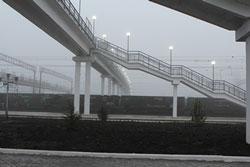На станції П'ятихатки придніпровські залізничники побудували пішохідний міст, який обладнано підіймачами для інвалідних візків