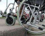 В Україні людям на візках можуть дозволити їздити по проїжджій частині. візок, проїжджа частина, тротуар, учасник дорожнього руху, інвалідність, bicycle, wheel, outdoor, ground, tire, auto part, land vehicle, parked, vehicle, spoke. A bicycle parked on the side
