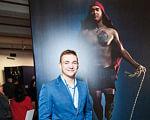 Учасник АТО з ампутованою кінцівкою підкорює спортивні вершини. юрій дмитренко, ветеран ато, змагання, поранення, протез, person, clothing, suit, smile, human face, man, indoor, standing. A man and a woman posing for a picture