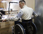 Как живут переселенцы с инвалидностью (ВИДЕО). доступность, инвалид, инвалидность, переселенец, реабилитационный центр, person, indoor, wheel, tire. A man standing in a kitchen
