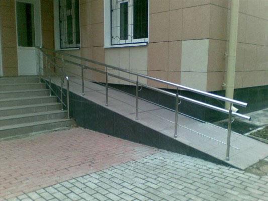 Облаштовувати пандуси для людей з інвалідністю можна без дозвільних документів, — Парцхаладзе