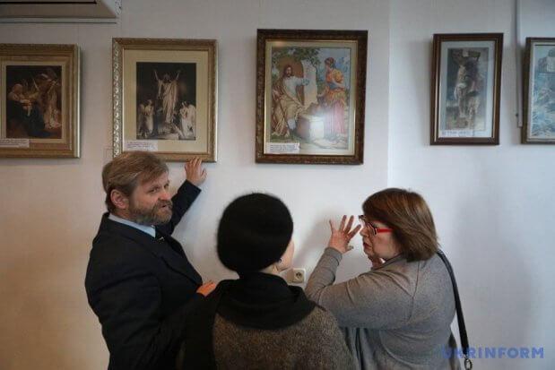 В АртХабі Укрінформу відкрилася виставка вишитих картин Надії Полєвої. київ, надія полєва, виставка, картина, інвалідність