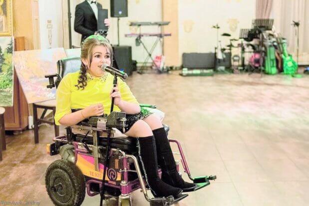 """""""П'ять років сидів у чотирьох стінах, спілкувався лише з мамою"""". лілія юрків, концерт, щеплення, інвалідний візок, інвалідність"""
