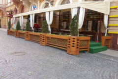 Підприємців Чернівців спонукають зробити літні майданчики доступними