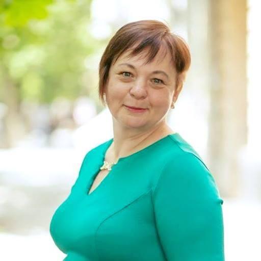Фонд изучает опыт Германии в работе с аутистами. лариса рыбченко, аутизм, обучение, особыми потребностями, фонд дитина з майбутнім, person, human face, smile, clothing, outdoor, woman, green. A woman smiling for the camera