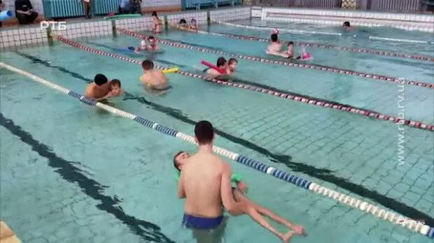 """Баскетболісти БК """"Рівне"""" долучились до волонтерського проекту реабілітації в басейні (ВІДЕО) РІВНЕ БАСЕЙН ВОЛОНТЕРСЬКИЙ ПРОЕКТ ЗАНЯТТЯ ІНВАЛІДНІСТЬ"""