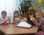 Підвищення толерантності щодо дітей з особливими освітніми потребами (ФОТО). київ, особливими освітніми потребами, толерантність, інвалідність, інклюзія, child, person, little, indoor, girl, young, clothing, human face, baby, boy. A little girl sitting at a table