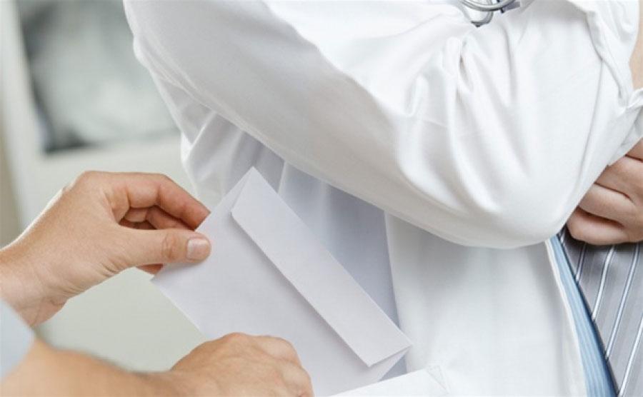 Ліквідовано корупційну схему в медичному закладі на Київщині. київщина, медичний огляд, медпрацівник, неправомірна вигода, інвалідність, person, indoor, watch, wedding dress. A person in a white shirt