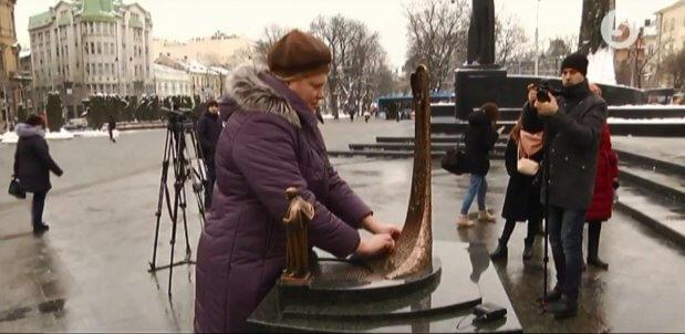 У Львові відкрили вже третій міні-макет пам'ятника для незрячих. львів, тарас шевченко, вади зору, міні-макет пам'ятника, незрячий