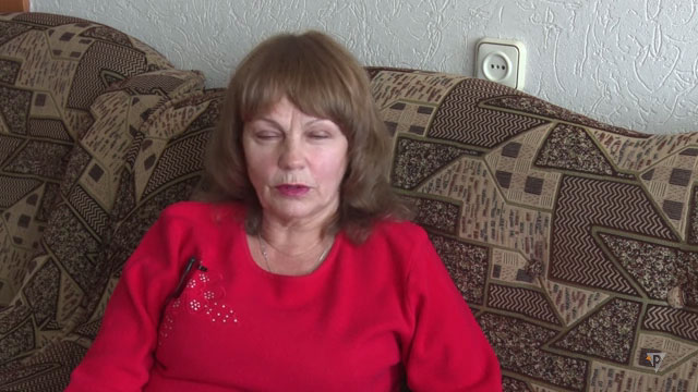 """""""Нескорені"""" Любов Постнікова (ВІДЕО). любов постнікова, обмеженими фізичними можливостями, програма нескорені, суспільство, хвороба, indoor, person, human face, clothing, woman, smile. A person sitting on a couch"""