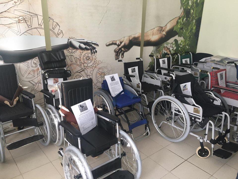Протези львівського виробництва конкурентні з іноземними зразками. львів, протез, протезування, підприємство, інвалідність, wheel, bicycle, floor, bicycle wheel, land vehicle, indoor, tire, vehicle, wheelchair. A bicycle in a room