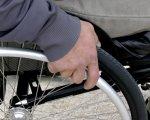 В Google Maps додали маршрути для людей на інвалідних візках. google maps, громадський транспорт, маршрут, функція, інвалідний візок, person, outdoor, tire, wheel, auto part, bicycle, land vehicle, bicycle wheel, vehicle, feet. A person sitting in a car